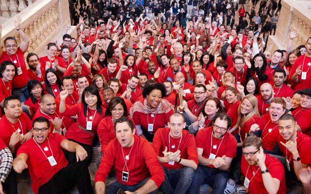 Apple Store Staff